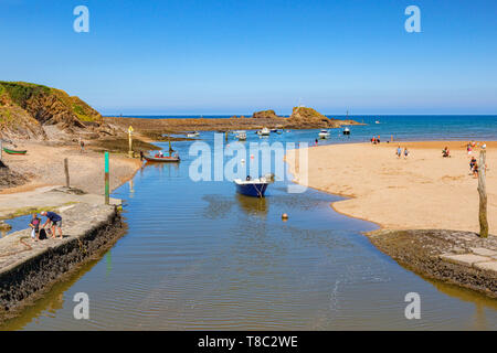 7 July 2018: Bude, Cornwall, UK - The canal and Summerleaze Beach, with beach goers enjoying the summer heatwave. - Stock Image