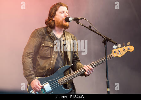 Portsmouth, UK. 29th August 2015. Victorious Festival - Saturday. Barry Fratelli, bass guitarist for the Fratellis, - Stock Image