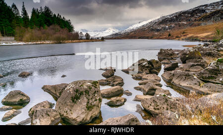 A view towards the snow capped Snowdon Horseshoe from Llyn (Lake) Mymbyr in Capel Curig, Wales, UK - Stock Image