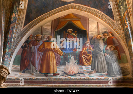 Trial by Fire before the Sultan, St  Francis asked to walk over fire by Ottoman sultan Al-Kamil, Frescoes on the Life of St Francis, by Domenico Ghirl - Stock Image