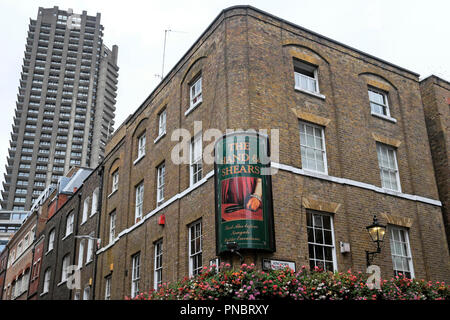 A view of the Hand & Shears pub located in Cloth Fair on Middle Street,  Smithfield London EC1 England UK  KATHY DEWITT - Stock Image
