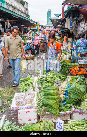Bangkok, Thailand - 6th September 2009: Shoppers on Khlong Toei market. The market is the largest wet market in the city. - Stock Image