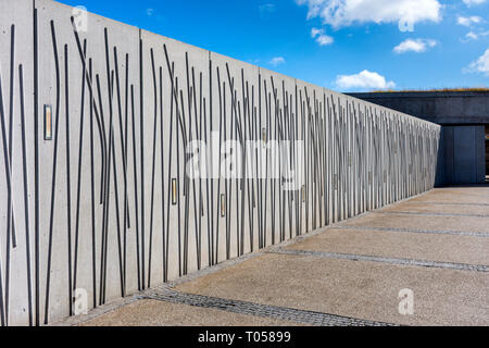 Decorative wall of the Scottish Parliament Building complex, Holyrood, Edinburgh, Scotland, UK - Stock Image