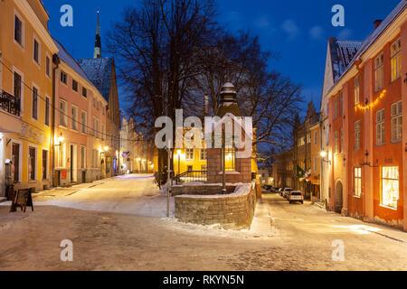 Winter evening in Tallinn old town. - Stock Image