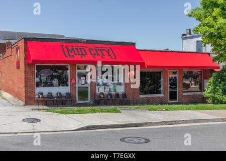 JOHNSON CITY, TN, USA-4/27/19: The Mid City Grill, a restaurant in downtown with a bright red awning. - Stock Image