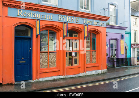 Colourful front to Byrne's Restaurant in Ennistymon in County Clare in Ireland - Stock Image
