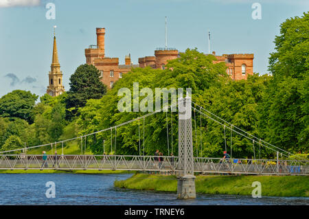 INVERNESS CITY SCOTLAND THE INFIRMARY PEDESTRIAN BRIDGE OVER THE RIVER NESS AND THE CASTLE - Stock Image