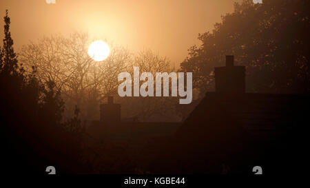 Ashbourne, Derbyshire. 6th Nov, 2017. UK Weather: misty frosty sunrise over Ashbourne Derbyshire, the gateway to - Stock Image