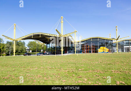 Renault distribution centre building designed by Norman Foster 1982, now the Spectrum Building, Swindon, Wiltshire, England, UK - Stock Image