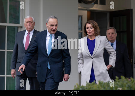 House Speaker Nancy Pelosi, Democrat of California,  Senate Minority Leader Chuck Schumer, Democrat of New York, 2nd from left, Senator Dick Durbin, Democrat of Illinois, right, and House Majority Leader Steny Hoyer, Democrat of Maryland, left, exit the White House after meeting with US President Donald Trump at the White House in Washington, DC on January 4, 2019. - Stock Image