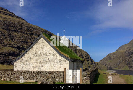 Small white church with a grass roof at Saksun in the north of the Faroe Islands - Stock Image
