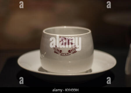Titanic-Third class tableware, Cup recovered from Titanic wreck - Stock Image