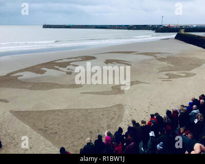 Folkestone, UK. 11th Nov 2018. Danny Boyle's sand Portrait on Sunny Sands Beach in Folkestone for the 100 year anniversary of the end of World War 1. Wilfred Owen's portrait in the sand Credit: nobleIMAGES/Alamy Live News - Stock Image