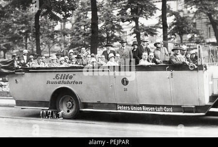 Germany 1928 1920s Rundfahrten touring bus to see the sights of Potsdam and Berlin - Stock Image