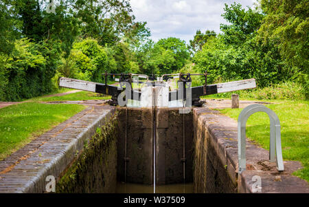 The interior of a lock and gate on the Tardebigge Locks, Worcester and Birmingham Canal - Stock Image