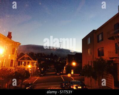 San Francisco fog Twin Peaks - Stock Image