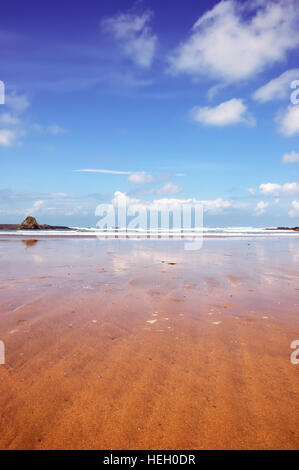 Low angle shot of Summerleaze Beach in the Cornish town of Bude. - Stock Image