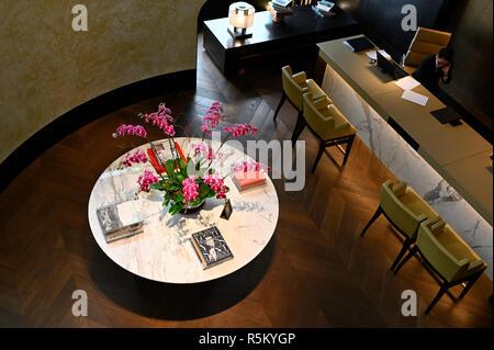 The Grand Club lobby and concierge at he Grand Hyatt hotel, Hong Kong SAR - Stock Image
