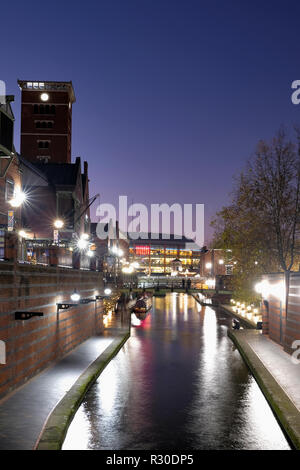 A night time, shot of the Old Main Line canal in Birmingham city center as it passes through Brindley Place. The area is illuminated with street light - Stock Image