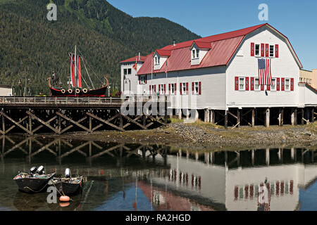 The Sons of Norway Hall Fedrelandet Lodge, Viking ship and Bojer Wikan Fishermens Memorial Park on Hammer Slough in Petersburg, Mitkof Island, Alaska. Petersburg settled by Norwegian immigrant Peter Buschmann is known as Little Norway due to the high percentage of people of Scandinavian origin. - Stock Image