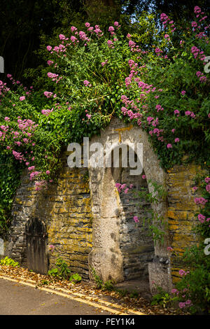 UK, Cornwall, Padstow, Fentonluna Lane, Fentonluna Well, public water supply built into wall of Prideaux Place Estate - Stock Image