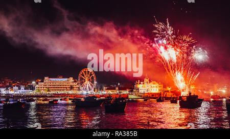 Cascais, Portugal, 1st Jan 2019. New Years Eve fireworks at Cascais Bay near Lisbon, Portugal Credit: Alexandre Rotenberg/Alamy Live News - Stock Image