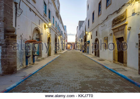 Morocco, Marrakesh-Safi (Marrakesh-Tensift-El Haouz) region, Essaouira. Empty street and buildings in medina old - Stock Image