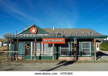 Roadside eatery - Longhorn Restaurant, on US Route 30/287. Rock River, Wyoming, USA. - Stock Image