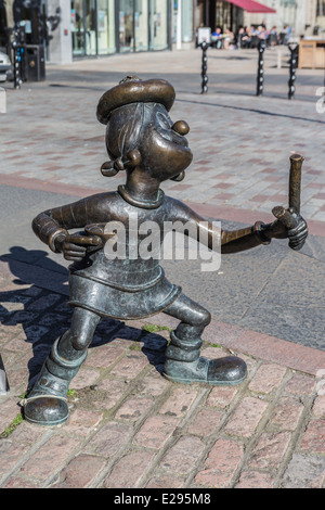 Bronze Statue of Minnie the Minx from the Beano Childrens Comic in Dundee - Stock Image