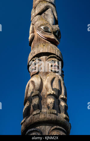 Figures at Gitxsan Pole, 1954, by carvers Mungo Martin, David Martin, Henry Hunt and Tony Hunt, at Thunderbird Park, - Stock Image