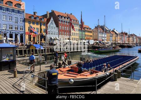 Tourists boat for canal tours in Nyhavn, Copenhagen, Zealand, Denmark, Scandinavia, Europe - Stock Image