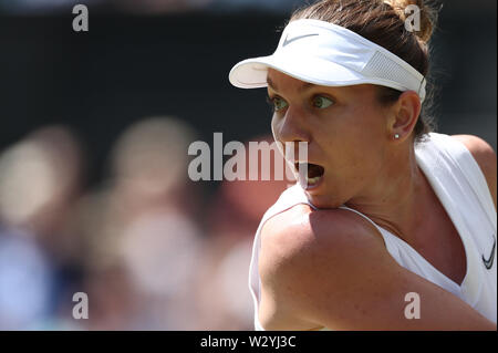 Wimbledon, UK. 11th July 2019, The All England Lawn Tennis and Croquet Club, Wimbledon, England, Wimbledon Tennis Tournament, Day 10; Simona Help (rom) returns to Elina Svitolina (ukr) during their ladies singles semi-final match Credit: Action Plus Sports Images/Alamy Live News - Stock Image