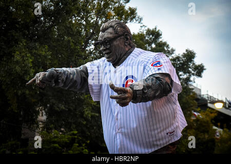 Harry Caray sculpture. Wrigley Field is a baseball park located on the North Side of Chicago, Illinois. It is the - Stock Image