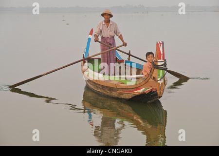 U Bein bridge, Mandalay  Image copyright Jamie Marshall - please contact if wishing to reproduce  ... jamie@ tribaleye.com - Stock Image