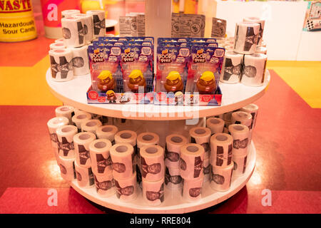 Poopn' Prez dolls & Donald Trump toilet paper for sale at It'sugar on Broadway in Greenwich Village, Manhattan, New York City. - Stock Image