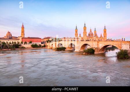 La Seo, Basilica of Our Lady of the Pillar, Puenta de Piedra  and the River Ebro, Zaragoza, Aragon, Spain. - Stock Image