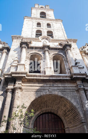 Photo of a church on Havana Cuba showing the great detail on the stonework. - Stock Image