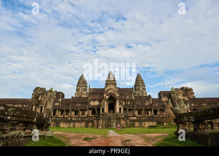 Angkor Wat South entrance. The Angkor Wat complex, Built during the Khmer Empire age, located in Siem Reap, Cambodia, is the largest religious monumen - Stock Image