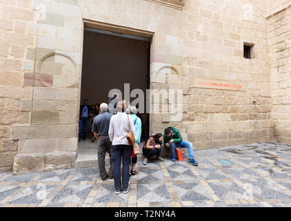 Museo Picasso Malaga - people queuing outside to see the paintings of Picasso, The Picasso Museum, Malaga, Andalusia Spain - Stock Image