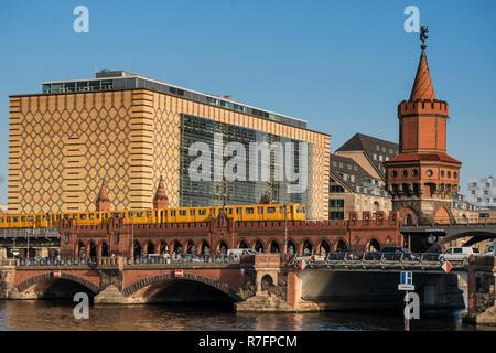 Oberbaum bridge, Oberbaumbruecke,  metro, U-Bahn,  Friedrichshain, Kreuzberg, Berlin - Stock Image