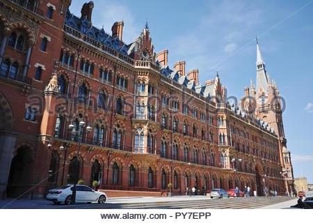 St Pancras railway station and hotel forecourt: Kings Cross, London. - Stock Image