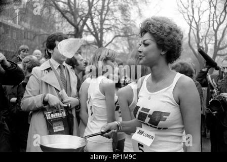 Humour/Unusual/Sport. Charity Pancake Race. Lincoln's Inn Fields. February 1975 75-00807-002 - Stock Image