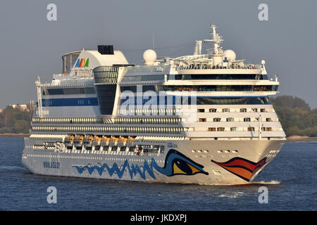 AIDAluna leaving Hamburg - Stock Image