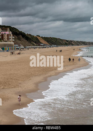 Bournemouth, Dorset, UK. 12th January 2019. Girl looks at the sea as other walk dogs in Bournemouth. Credit: Thomas Faull/Alamy Live News - Stock Image