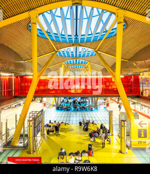 Madrid Airport Terminal 4 Madrid Barajas Airport designed by Antonio Lamela, Richard Rogers, Aeropuerto Adolfo Suárez Madrid-Barajas. - Stock Image