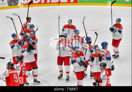 Bratislava, Slovakia. 19th May, 2019. Czech players thank to fans after winning the match between Austria and Czech Republic within the 2019 IIHF World Championship in Bratislava, Slovakia, on May 19, 2019. Credit: Vit Simanek/CTK Photo/Alamy Live News - Stock Image