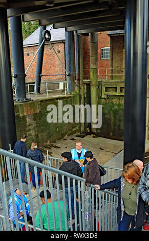 People in the dry well at bottom of the Anderton lift. The Canal and River Trust held a free open day at the lift. Cw 6615 - Stock Image