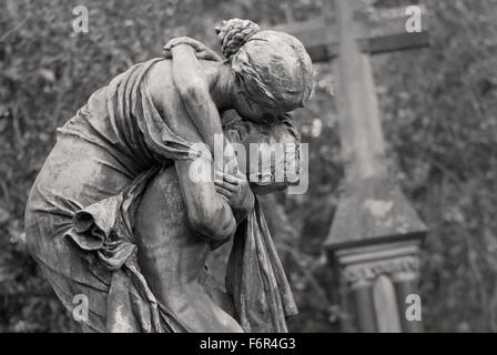 Embrace - Woman and Child Tomb Sculpture - Stock Image