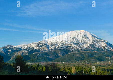 Difrys mountain covered in snow, Evia - Stock Image