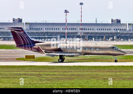 Private Jet Aerospace G-IV-X Gulfstream G450. at Milan - Malpensa (MXP / LIMC) Italy - Stock Image